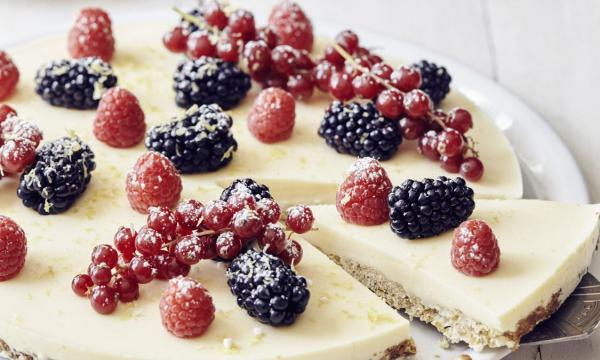 Cheesecake met havermoutbodem en rood fruit