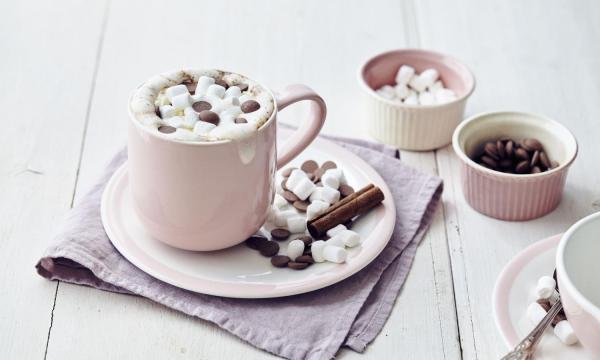 Chocolademelk met marshmallows